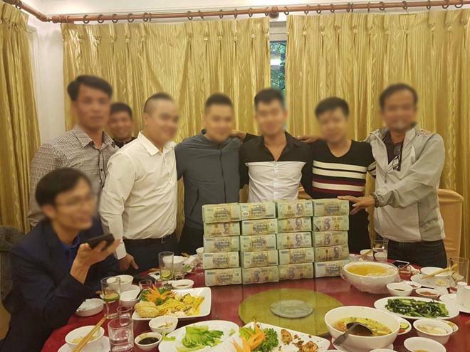 Những thương vụ <span class='marker'>tậu</span> bán SIM số đẹp tiền tỷ <span class='marker'>ồn ã</span> tại Việt Nam